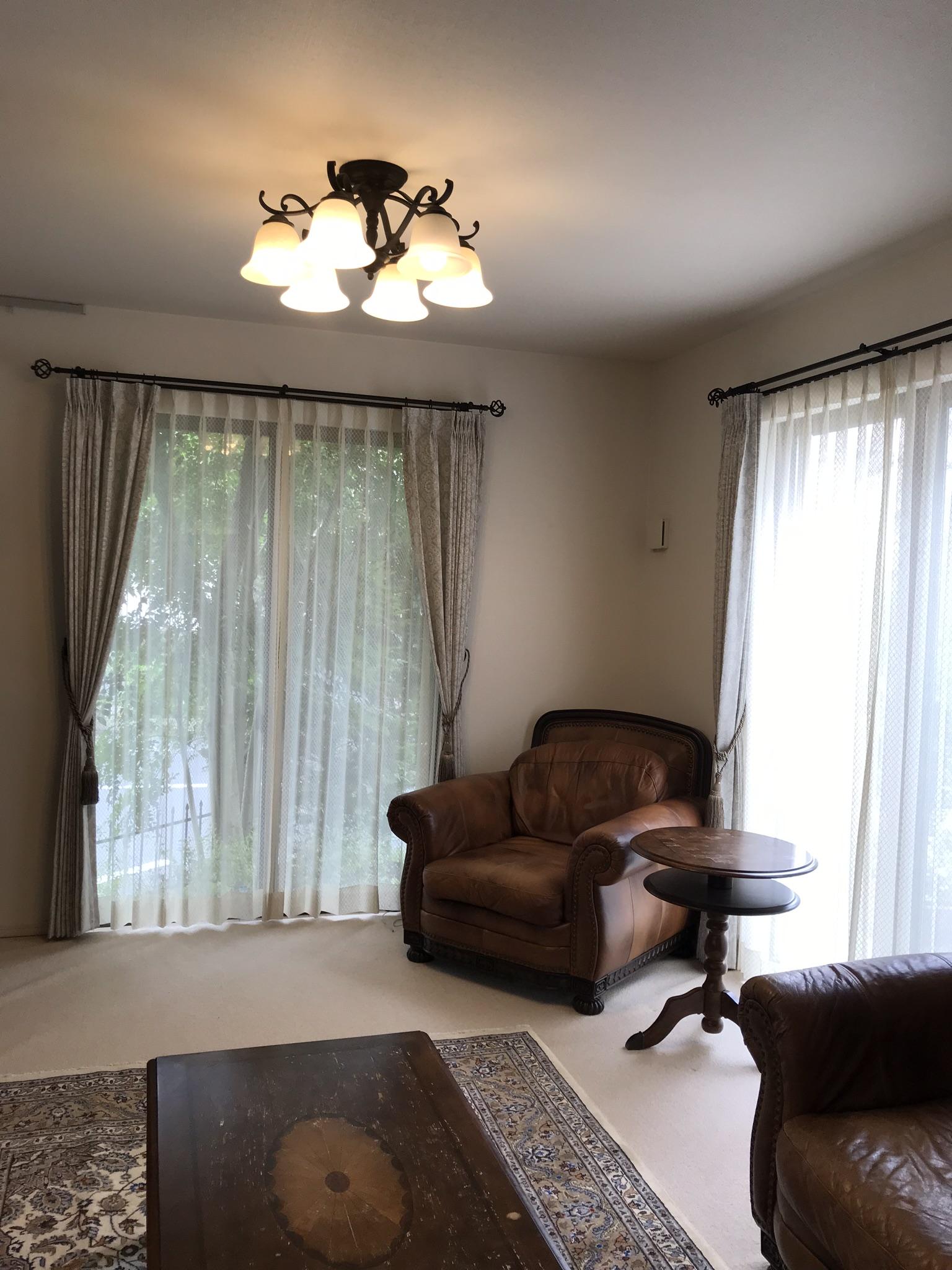 リビング模様替え〜カーテンと手織り絨毯でより落ち着く空間になりました。